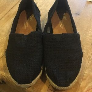 New size 6 Toms black espadrilles